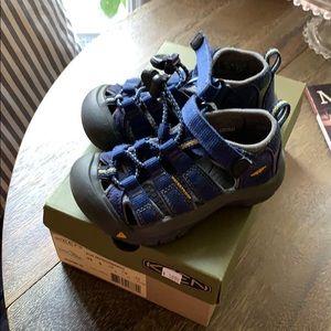 Keen Blue sz 9 waterproof shoes